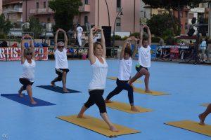 castiglione della pescaia yoga in piazza Julia Reis